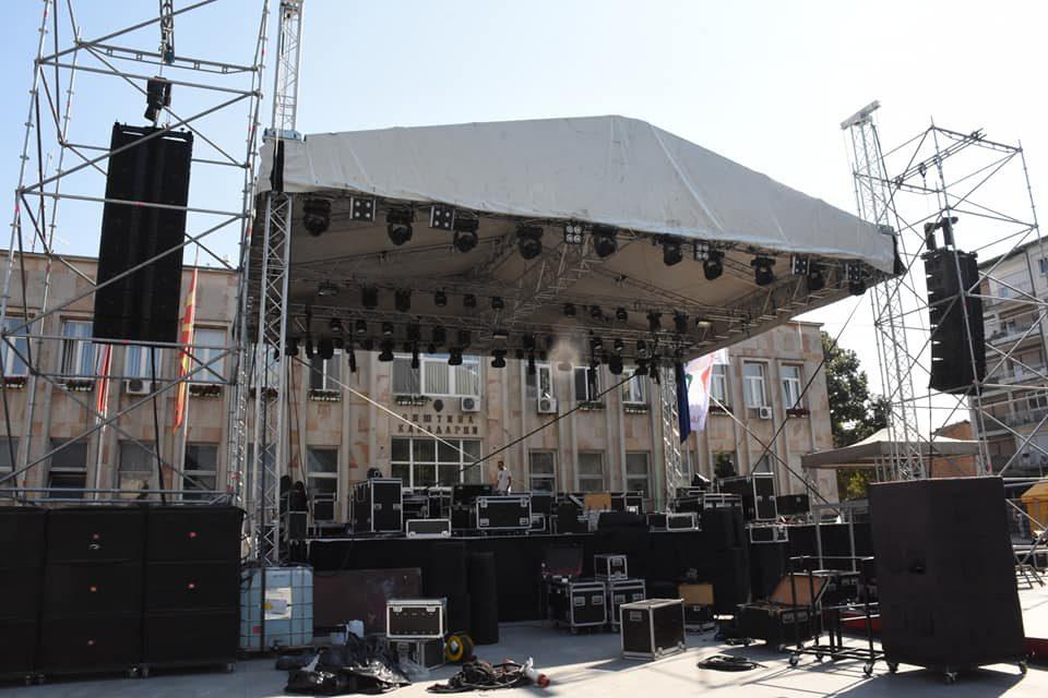 ФОТО: Привршуваат последните подготовки- Кавадарци е подготвено за големата манифестација