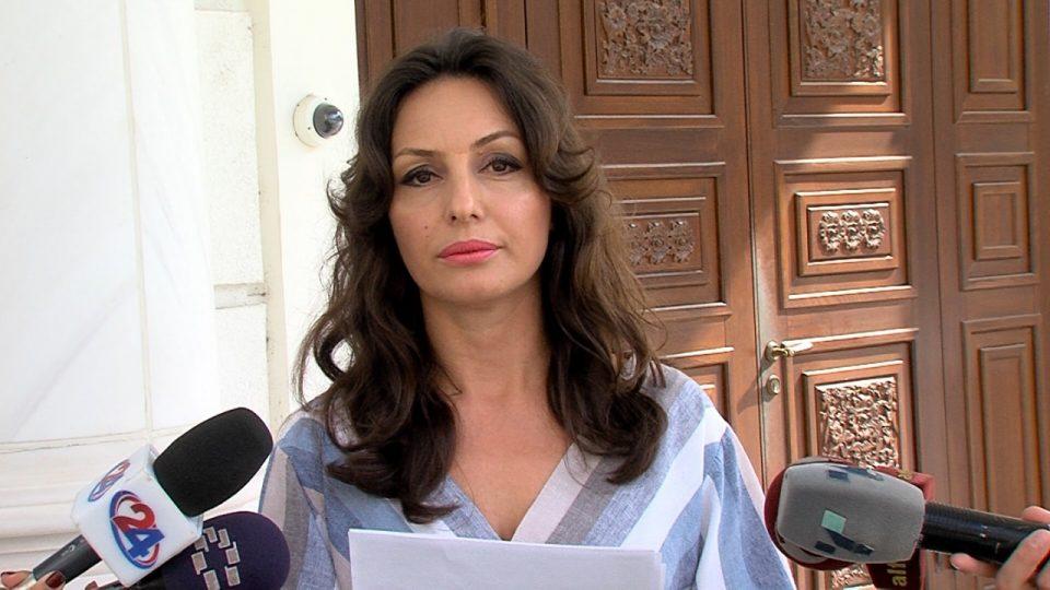 Попова: Дали коцката на која газеа партизаните кога влегоа во ослободено Скопје, Шилегов си ја нареди во дворот на вила во Маврово?