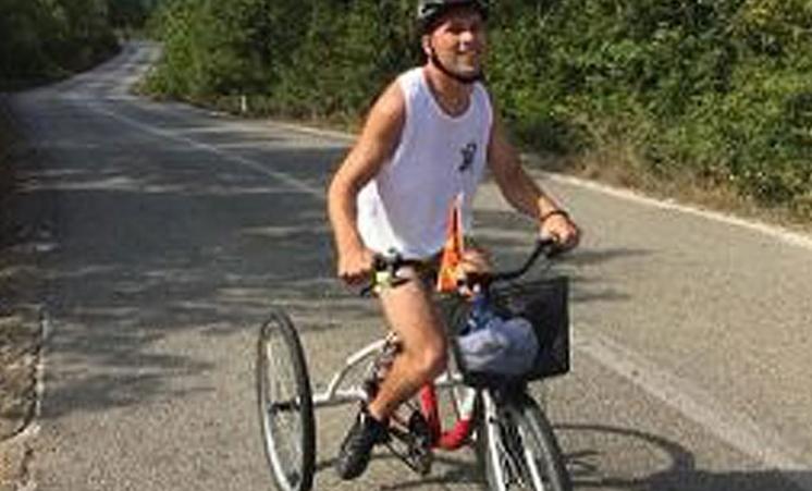 Васил Јанкула, кој боледува од церебрална парализа, ја извози патеката на Охридскиот маратон