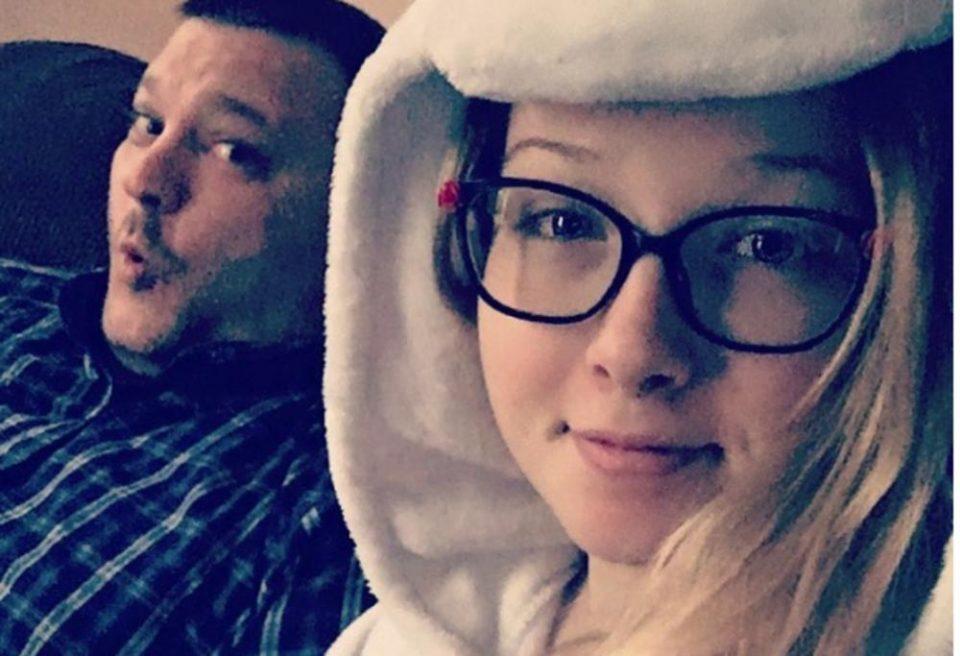Многумина се згрозени: Се омажи со 16 години постар маж, другарка е со неговата ќерка (ФОТО)