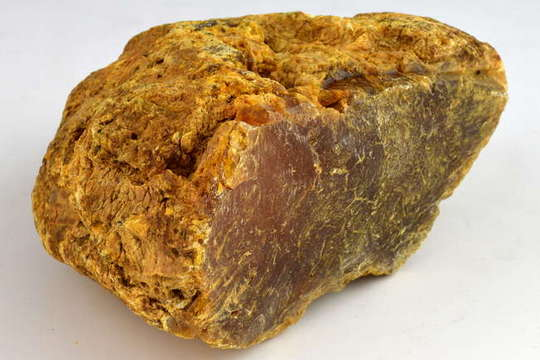 Парче килибар тешко 1,8 килограми пронајдено во Калининград