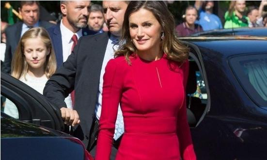 Сите ги фасцинира со својата појава: Кралицата Летиција се заканува да и ја земе титулата модна икона на Меланија Трамп (ФОТО)