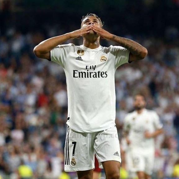 """Ја наследи """"седмицата"""" на Роналдо во Реал, а кога ќе ја видите неговата девојка топлес веднаш ќе заборавите на Георгина Родригез (ФОТО)"""