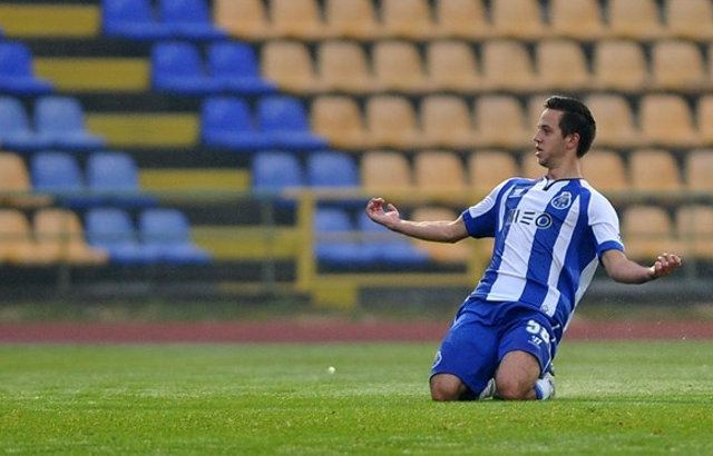 И донесе на својата репрезентација европско злато, а сега е на дното: Фудбалерот со македонско потекло потпиша за португалски второлигаш
