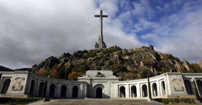 Шпанскиот Парламент го одобри преместувањето на посмртните останки на диктаторот Франко