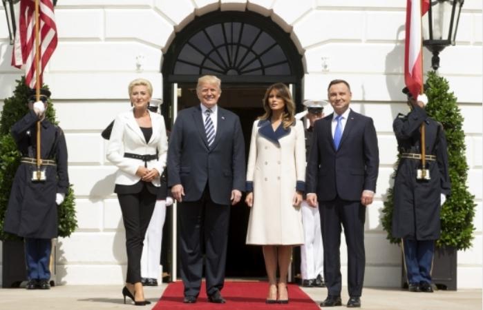 Меланија ги покорува сопругите на сите светски политички лидери: За изгледот на Трамп сите зборуваат (ФОТО)
