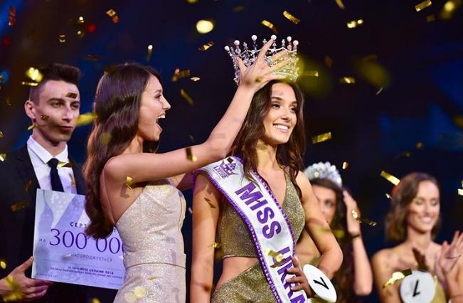 Криела дека има дете, па ја земаа нејзината круна: Убавицата на Украина остана без титула (ФОТО)