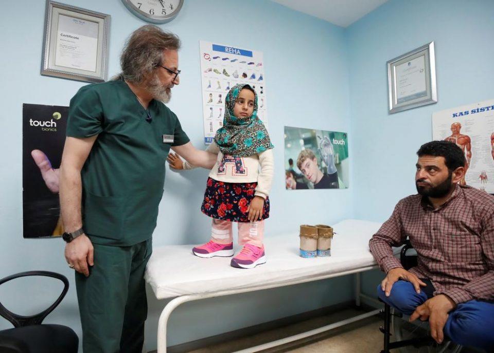 Наместо протези носела конзерви: Ова е девојчето со најтажна судбина на светот (ФОТО)
