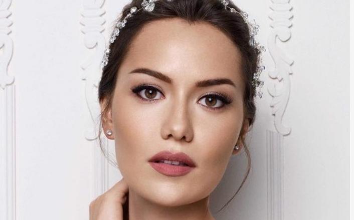 ФОТО: Сите лудуваат по турската актерка, но тој и го скрши срцето – и него го познаваме од сериите