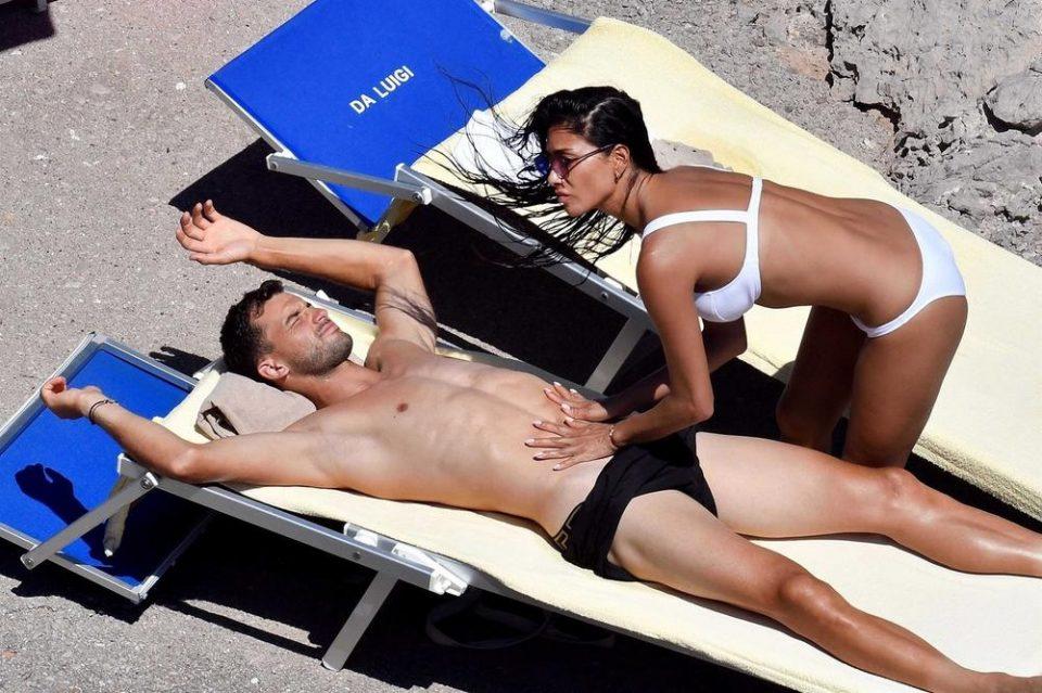 Пејачката нема срам: Девојката на бугарскиот тенисер ја поддржа Серена Вилијамс иако спиела со нејзиното момче (ФОТО)