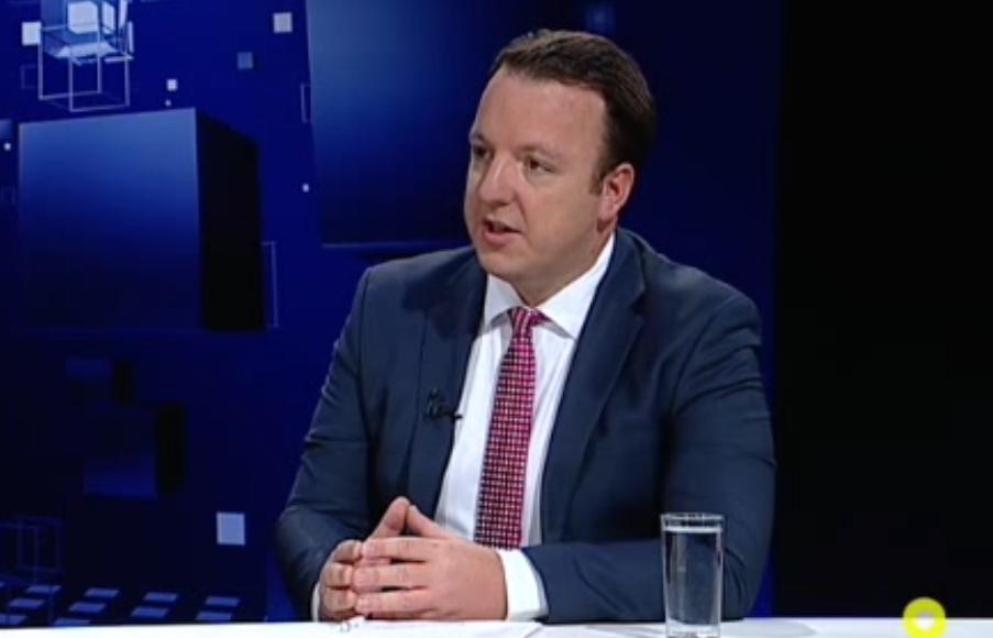 Николоски: ЕУ сака да ни порача во една реченица Владата е неспособна и не испорачува