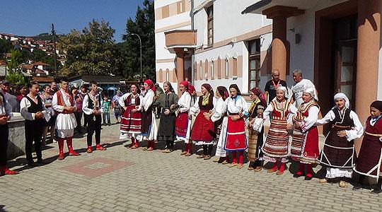 Ревија на автентични носии од Кривопаланечко