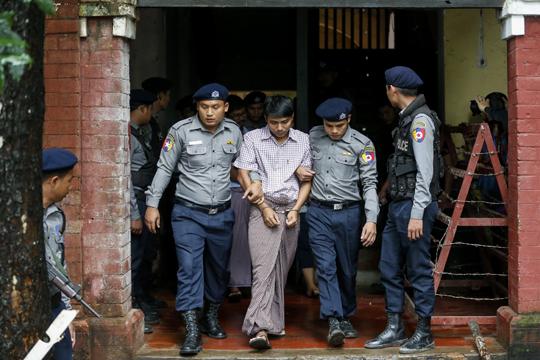 Новинари на Ројтерс осудени на седум години затвор поради откривање на државна тајна