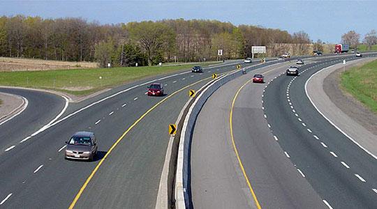 Сообраќајот на државните патишта се одвива нормално и по суви коловози