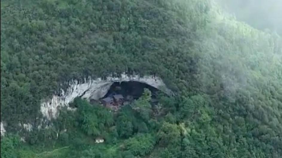 Вистински пештерски луѓе: Сред шума се крие пештера, а во неа живее цела една заедница (ВИДЕО)