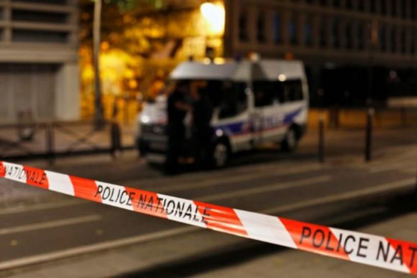 Детали за хоророт во Париз: Со нож прободел 7 минувачи и ги тепал со метална шипка