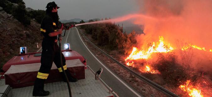 Состојбата со пожарите на Пељешац се уште критична