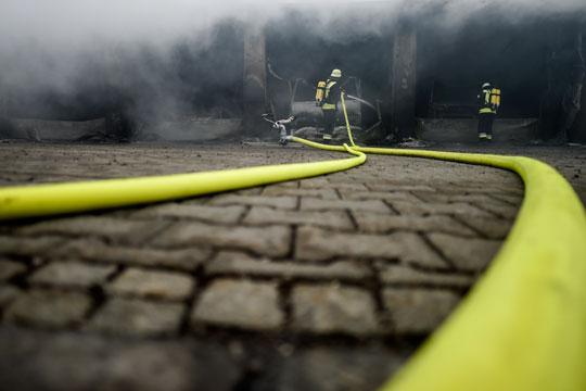 Експлозија во германска рафинерија, најмалку осум лица повредени, скоро 2.000 евакуирани