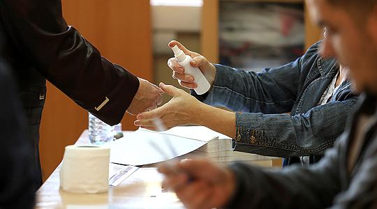 До 11 часот во Струга гласале речиси седум отсто, а во Вевчани девет отсто