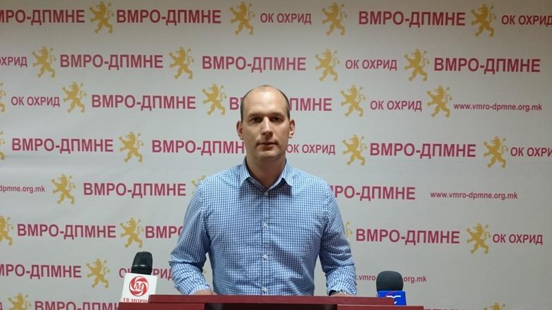 ВМРО-ДПМНЕ ОК Охрид: Градоначалникот Стојаноски наместо да ги решава секојдневните проблеми на граѓаните, тој го промовира капитулантскиот договор на Заев