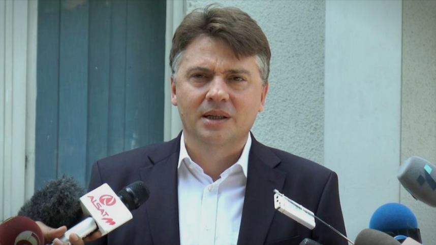Шилегов не се јавува да одговори дали со коцки од град Скопје си ја градел викендицата во Маврово