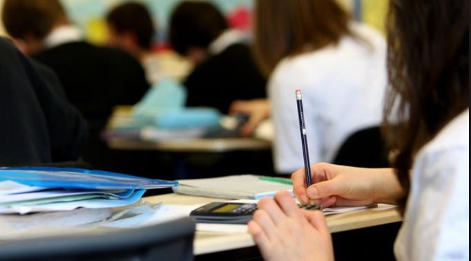 Почетокот на учебната година во Кочани донесе нови проблеми за родителите: Учениците жртви на самоволието на локалната самоуправа