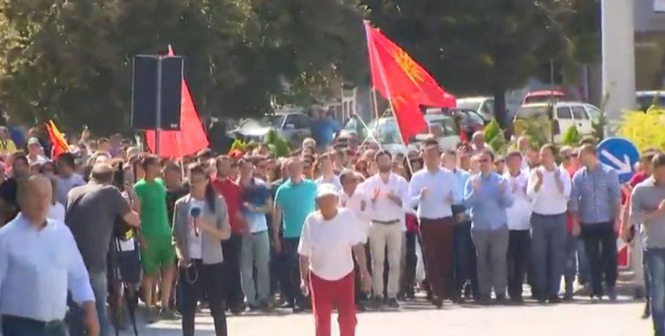 ВО ЖИВО: Штип претесен да го собере револтираниот народ кој е против промена на името