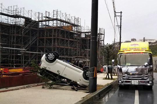 Најмалку 17 повредени во силниот тајфун што ги погоди јужните јапонски острови