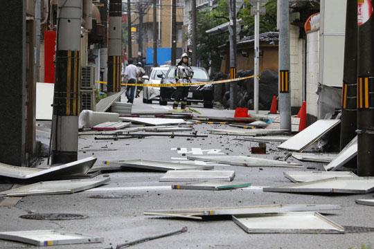 Тајфунот Џеби усмрти шест лица