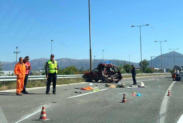 Згмечен автомобил во сообраќајка на автопатот Тетово- Скопје