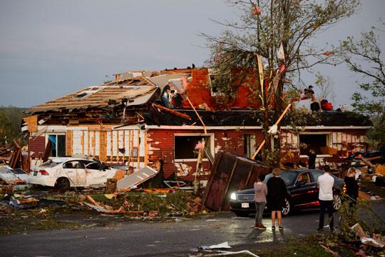 Четири лица настрадаа во налет на торнадо во САД