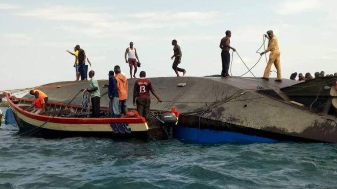 Хорор во езерото Викторија: Извлечени над 100 тела откако потона траект (ФОТО+ВИДЕО)