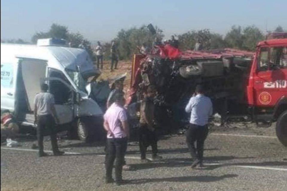 Тешка сообраќајка во Турција со трагичен епилог: Во судир на минибус и камион загинаа седум лица, има многу повредени (ФОТО ГАЛЕРИЈА)