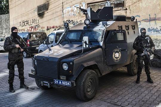 Најмалку две лица загинаа при бомбашкиот напад во турскиот округ Шарнак