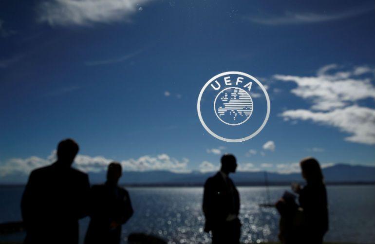 Челзи на дисциплинска во УЕФА поради нацистичко знаме на навивачите