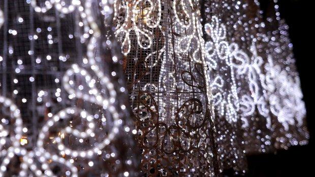 Новогодишното украсување во овој град започна уште сега- а поради причината ќе ве преовладаат емоции и солзи (ФОТО)