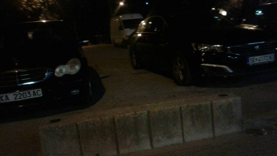 ФОТО ГАЛЕРИЈА: Велес полн со автомобили од други градови за митингот на Заев