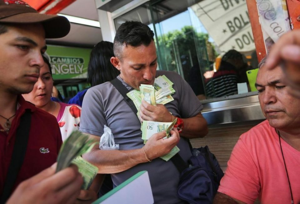 Инфлацијата во Венецуела го помина прагот од 200 отсто во август