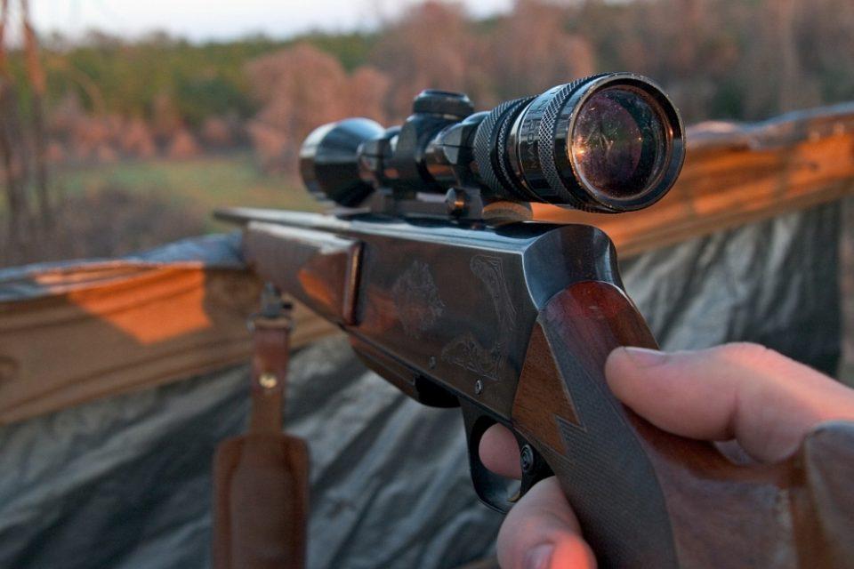 Заминале на лов, но нивниот другар во нив пукал со ловна пушка- двајца скопјани едвај спасиле жива глава, еве ги деталите