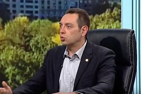 Вулин тврди дека посетата на Вучиќ на Косово е дипломатска победа на Србија