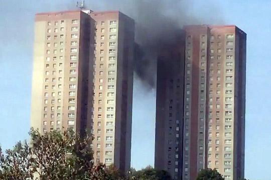 Пожар во висококатница во Лидс