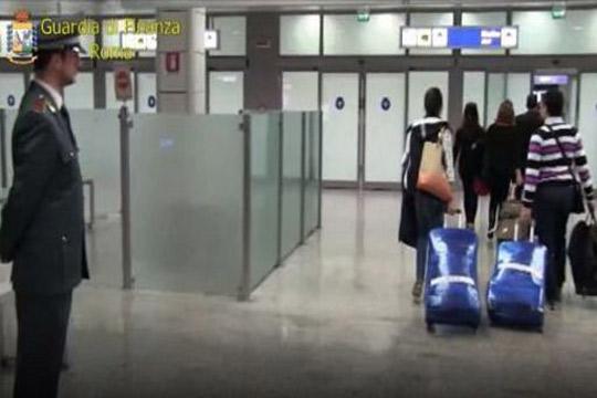 Млада албанска брачна двојка се обидела да прошверува 5 килограми кокаин- еве ги деталите