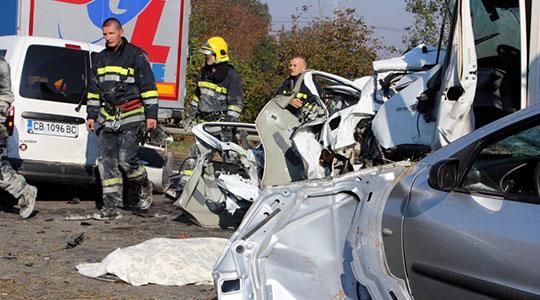 Девојче во македонски автомобил со часови било заробено со мртвите роднини – исповед на сведоците од несреќата во Србија