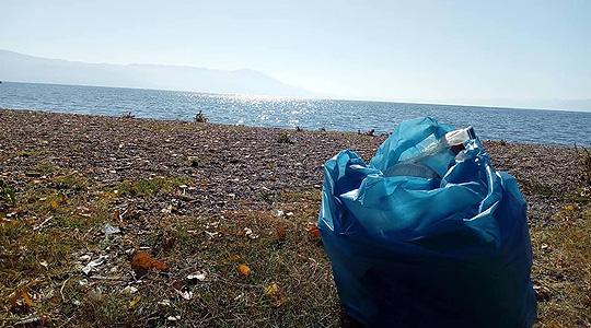 Еко-акција за чистење на дел од охридското крајбрежје во Струга