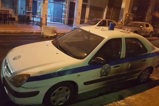 ФОТО: Нападната полициска станица во Атина – повредени четворица полицајци