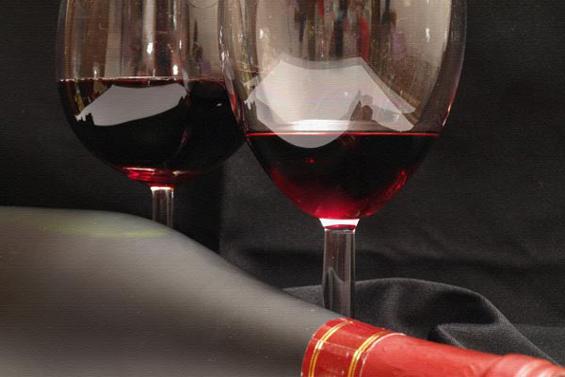 Црвеното вино го ублажува пост-ковид синдромот