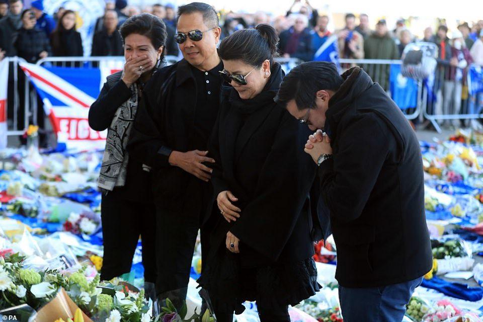 Семејството скршено од тага пристигна на стадионот- сопругата на Вичај од овој детаљ ќе се струполеше на земја (ФОТО)