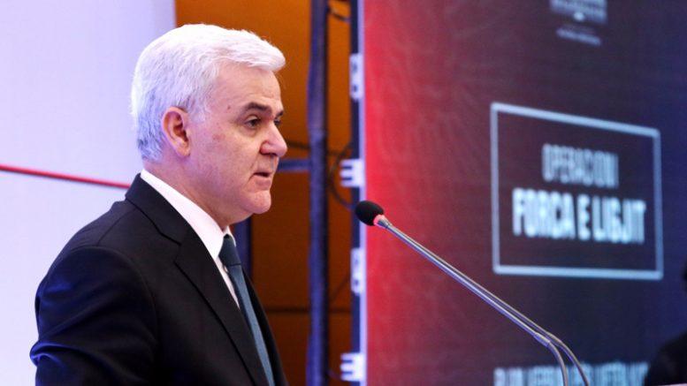 Албанскиот министер за внатрешни работи поднесе оставка