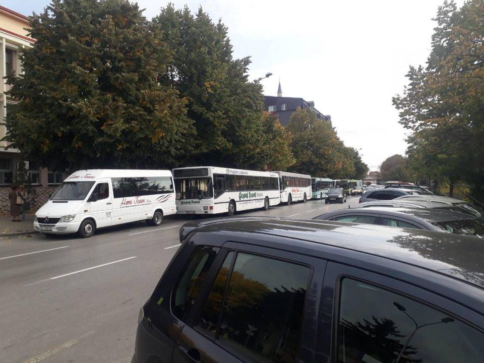 ФОТО: Битола денеска блокирана, учениците без превоз, а граѓаните без градски автобуски превоз