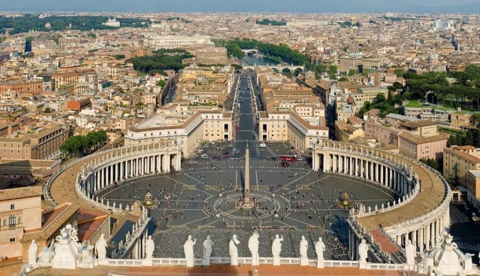 Редакцијата на женското списание на Ватикан поднесе оставка